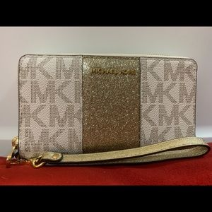 *Brand New*  Michael Kors Wristlet Wallet